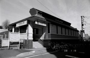 神奈川駅:Nikon F-301、Ai Nikkor 28mm F2.8S、F11AE、L37c、富士 Neopan 400 PRESTO、富士ダークレス22度、Nikon SUPER COOLSCAN 5000ED