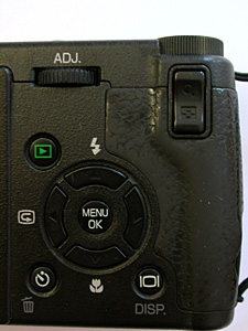 GR DIGITAL 背面操作部分(Nikon COOLPIX 2500で撮影)