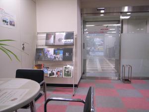 銀座のリコーカメラサービスセンター:GR DIGITAL、F2.4開放、1/32sec、ISO154、プログラムAE