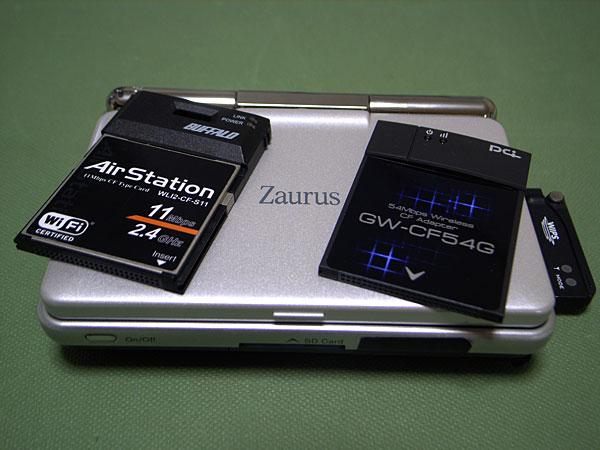 左:WLI2-CF-S11、右:GW-CF54G、下:Zaurus SL-C3200 with KW-S101C