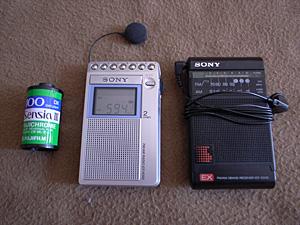 SONY ICF-R350(中央)、SONY ICF-EX35(右)、FUJIFILM Sensia III 135Film(左)