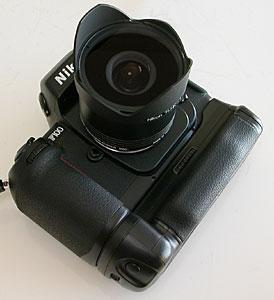 Nikon F100 + MB-15 + おもしろレンズ工房ぎょぎょっと20(20mm F8) + 専用フード TI.HK-1