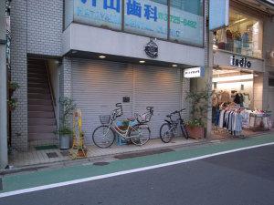 ポパイカメラ(東京・自由が丘):GR DIGITAL、28mm相当、F2.4開放、1/48sec、ISO64、プログラムAE、-0.3EV