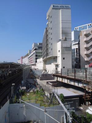 横浜駅東急東横線跡と横浜エクセルホテル東急・横浜シァル:GR DIGITAL、28mm相当、F7.1、1/470sec、ISO64、プログラムAE、-0.3EV