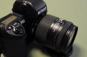 Ai AF Zoom Nikkor 28-105mm F3.5-4.5D(IF) + Nikon F100:Nikon D300、Carl Zeiss Distagon T* 2/28 ZF(35mm換算42mm相当)、F2.8AE(1/40秒)、ISO400、-0.3EV、ピクチャーコントロール:ポートレート、マルチパターン測光、marumi DHG Lens Protect Filter