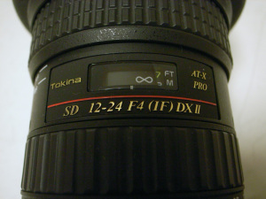 Tokina AT-X 124 PRO DX II 12-24mm F4、最初のレンズが露出不良だったので交換してもらった後のレンズで3km先のビルに合焦させたときの距離指標の状態