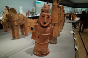 東京国立博物館(日本の考古・特別展 平成館):Ricoh GR、18.3mm(28mm相当),、F2.8開放AE(1/40秒)、ISO-AUTO(ISO640)、AWB、画像設定:スタンダード