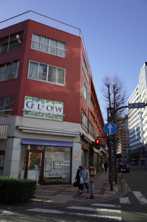 吉田町第一名店ビル(横浜市中区):Ricoh GR、18.3mm(28mm相当)、F5.6、1/200秒、プログラムAE、ISO-AUTO(ISO 100)、AWB、画像設定:スタンダード