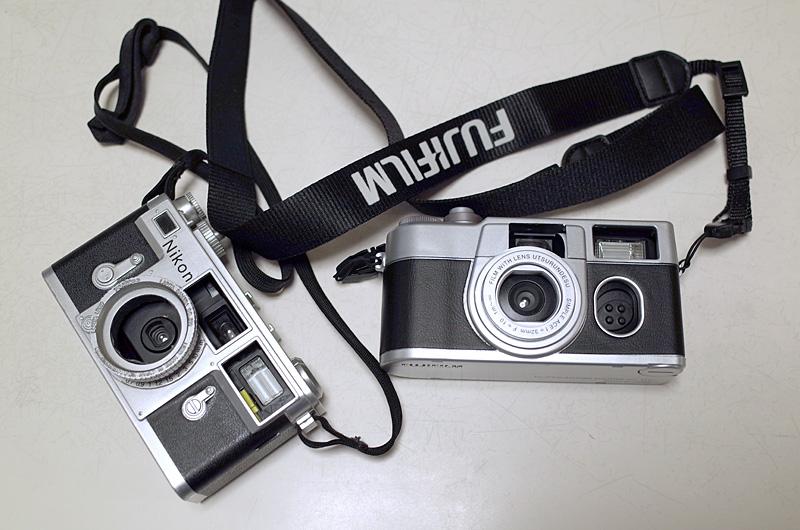 写ルンですプレミアムキットII と ラピタ特製クラシックカメラカバー(中は「撮りっきりコニカ」)