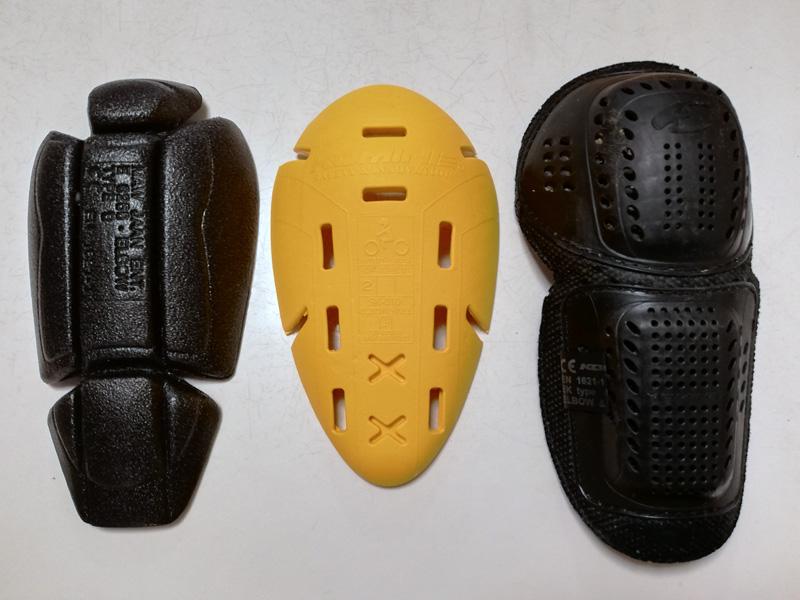 【写真上】左:ラフアンドロード肘プロテクターRR10087(CEレベル1)、中央:コミネSK-810 肘・膝用プロテクター(CEレベル2)、右:コミネSK-635 CEプロテクター(CEレベル1)