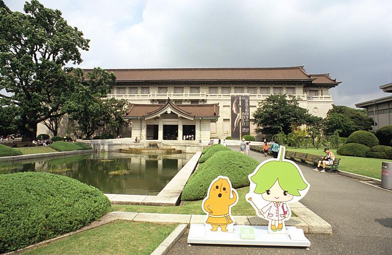 東京国立博物館(トーハクくんとユリノキちゃん):Nikon F3、Ai Nikkor 20mm F2.8S(2001年12月新品購入、2018年12月に光学系全交換)、F8AE、中央重点測光、L37Cフィルター、Fujifilm ASTIA100F(2012年5月期限)、Nikon SUPER COOLSCAN 5000ED、ICEありROCなしGEMなしDidital DEEなし、Nikon Scan 4 Ver.4.0.3、Windows 7 Professional SP1(64bit)