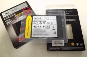 SANDISK ULTRA 3D SSD SDSSDH3-500G-J25の箱から取りだしたところ(Joshin通販で購入)