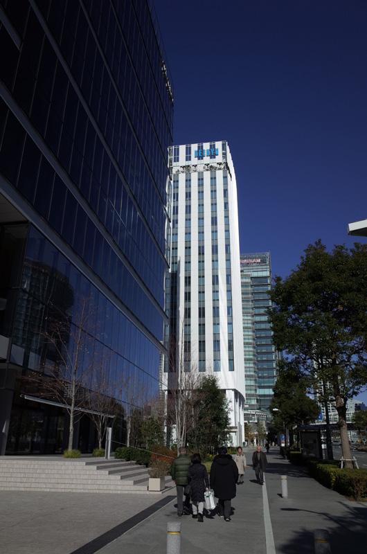 京浜急行電鉄新本社(横浜市西区みなとみらい):Ricoh GR、18.3mm(35mm版28mm相当)、F5.6、1/1500秒、プログラムAE、ISO-AUTO(ISO 100)、AWB、Jpeg撮って出しをリサイズのみ