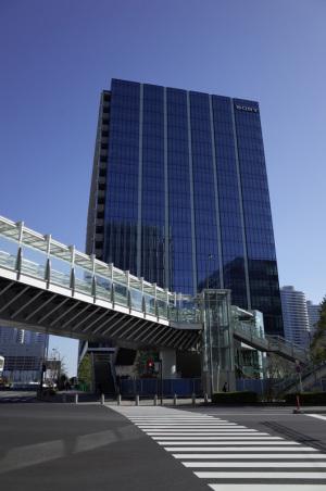 横浜グランゲート(ソニーイメージングプロダクツ&ソリューションズ、SIPS):Ricoh GR、18.3mm(35mm版28mm相当)、F5.6、1/500秒、プログラムAE、ISO-AUTO(ISO 100)、AWB、Jpeg撮って出しをリサイズのみ