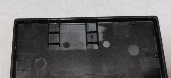Aterm MR04LNの蓋の裏側の突起