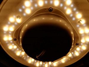 パナソニックLEDシーリングライト HH-CE0823Aのカバーを外して中間の色温度にしたとき