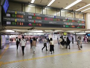 JR新宿駅西口改札跡(JR新宿駅東西自由通路西口側):Huawei P20 lite(ANE-LX2J)、3.81mm(35mm版26mm相当)、F2.2開放、1/50秒、ISO160、プログラムAE、AWB