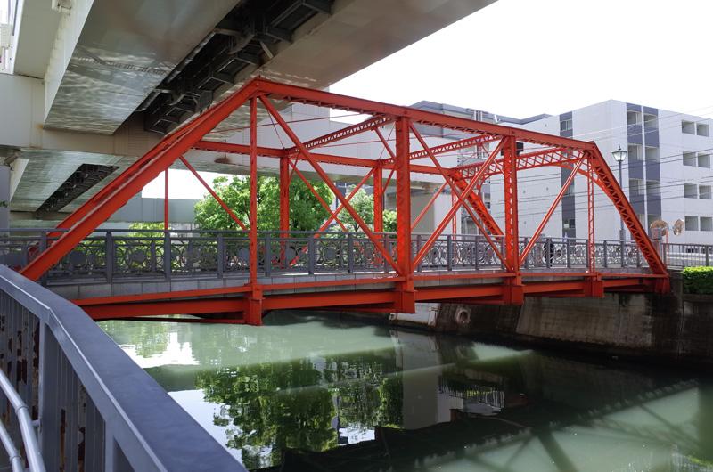浦舟水道橋(横浜市南区):Ricoh GR、18.3mm(35mm版28mm相当)、F5.0、1/125秒、プログラムAE、露出補正+1.0、ISO-AUTO(ISO 100)、AWB、画像設定:スタンダード、スポットAF中央1点