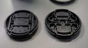 (左)Nikon LC-52、(右)Nikon LC-55Aレンズキャップ