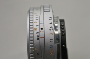 【写真上】AI Nikkor 45mm F2.8P(シルバー):Nikon D300S、Ai Micro-Nikkor 55mm f/2.8S(Ai Micro-Nikkor 55mm F2.8S)(35mm判換算82.5mm相当)、F8、1/125秒、ISO-AUTO(720)、WB晴天、ピクチャーコントロール:ポートレート、マルチパターン測光、マニュアルフォーカス 、高感度ノイズ低減:標準、手持ち撮影