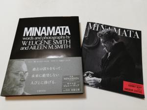左:写真集『MINAMATA』(新版)、右:映画『MINAMATA』劇場プログラム(パンフレット)